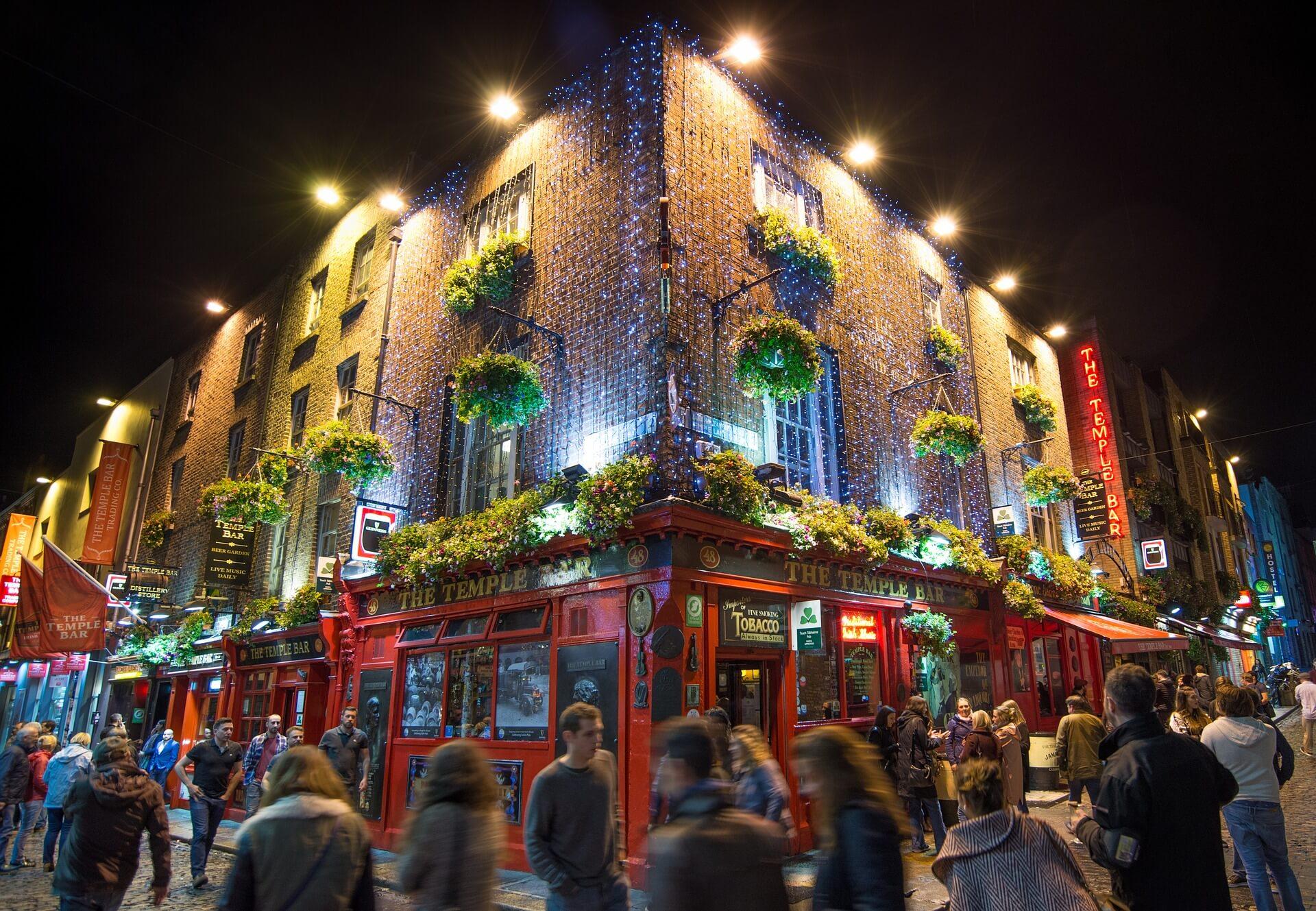 Zwei Dinge, für die Dublin berühmt ist: Pubs und Literatur.
